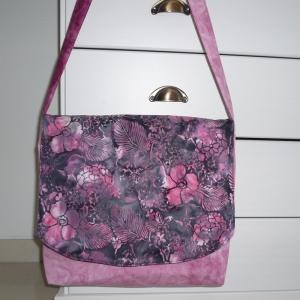 Nähanleitung Batik-Tasche mit Klappe Floral